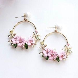 Jewelry - Beautiful Floral Pearl Earrings